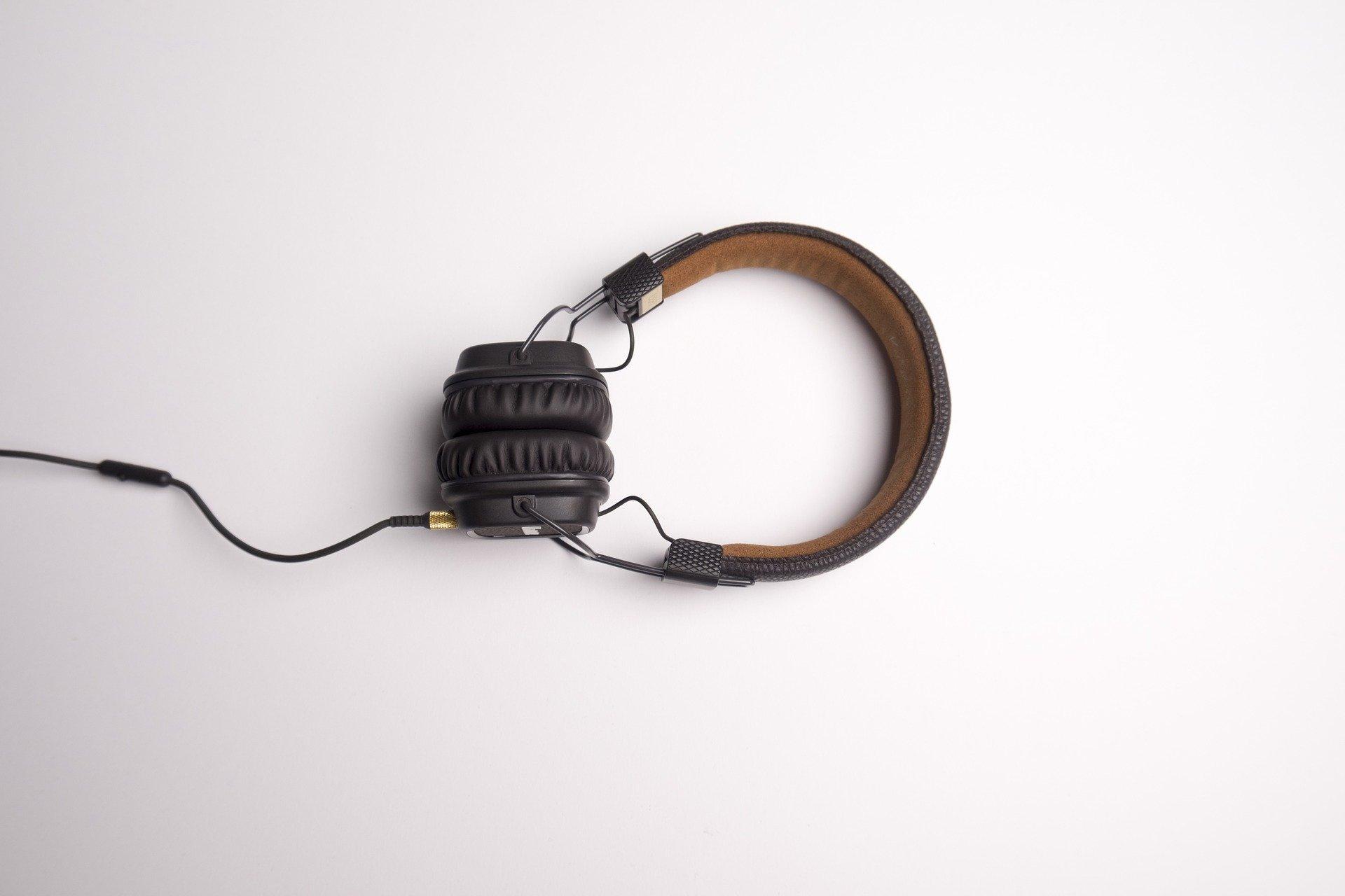 headphone-1868612_1920